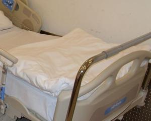 800px-Hospital_Bed_2011.JPG