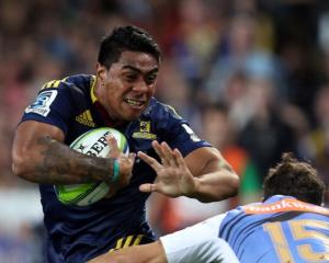Highlanders centre Malakai Fekitoa on the charge against the Force. Photo Getty Images