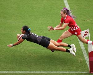 Stacey Fluhler of Team New Zealand scores a try in the Women's pool A match between against the...