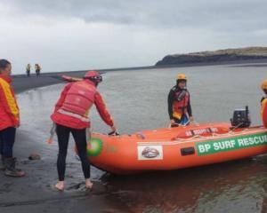Surf lifesaving teams from Raglan and Taranaki volunteered their time in the search. Photo: RNZ