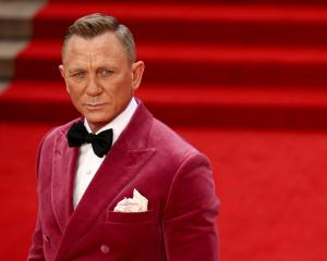 Daniel Craig poses as he arrives at the world premiere of the new James Bond film No Time To Die...