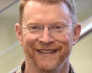 Dr Peter Amer