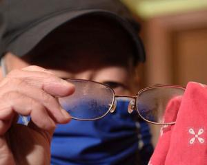 Wearing face masks isn't straightforward for people with glasses. Photo: Facebook