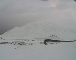 Snow on the Crown Range Road this morning. Photo: MetService
