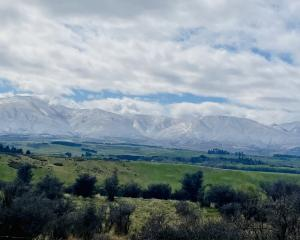 The skiff of snow around the Ida Ranges last week was not as bad as it could have been for farmer...