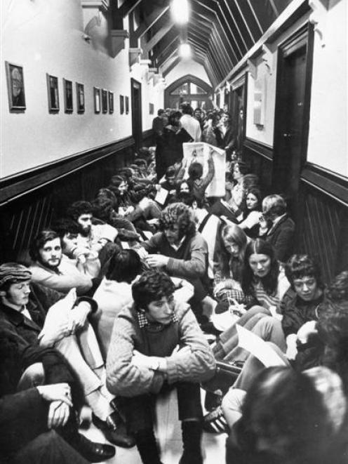 University of Otago students protest the university's harsh discipline regulations outside the chancellor's office in the registry building in 1972. PHOTO: ODT.