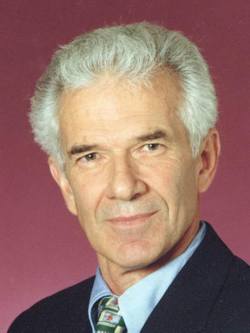 Dr Ian Parton