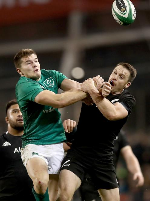 Jacob Stockdale and Ben Smith contest the high ball. Photo: Getty Images