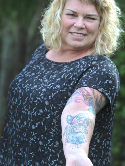 Lesley Eaton marked the end of her cancer treatment with this celebratory tattoo that included...