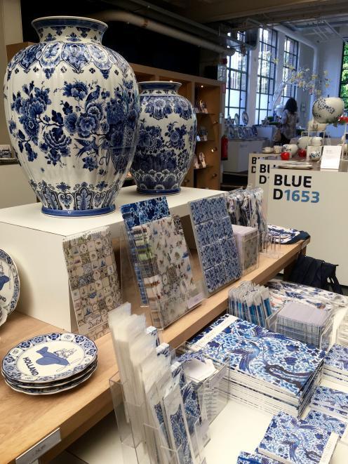 Royal Delft商店,自1653年以来一直是Delftware的所在地。