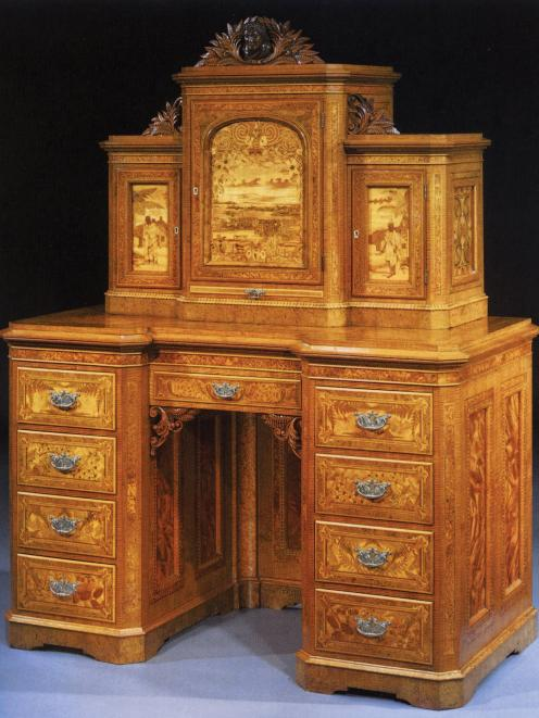 Cabinet presented to David Limond Murdoch, Inspector of the Bank of New South Wales in New...