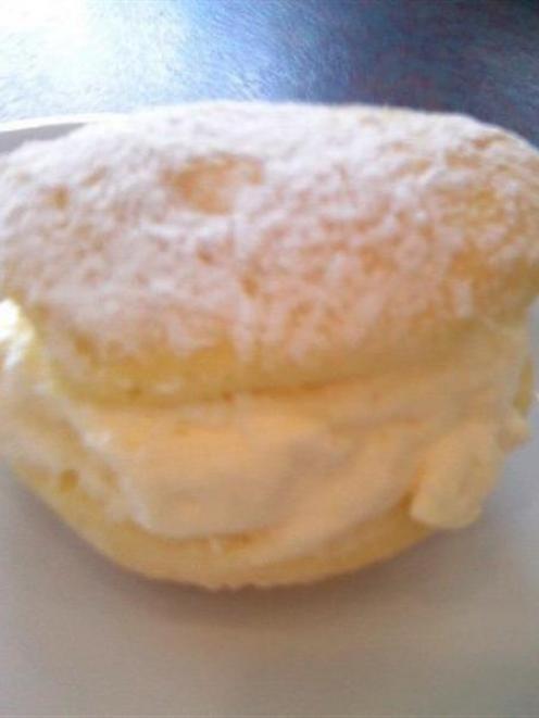 A creamcake.