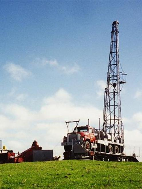 A drill rig in use in 1995 by Southgas Resources which unsuccessfully fracked to release coal...