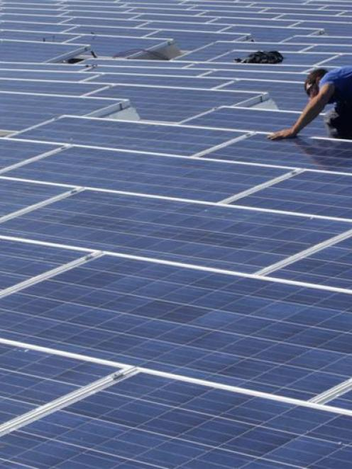 A photovoltaic panel captures the sun's energy to produce electricity. Photo by Reuters.