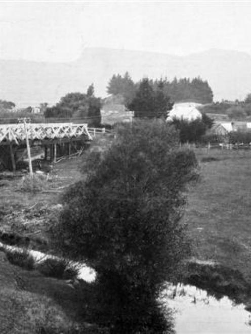A scene at Evansdale, north of Dunedin, with the railway and traffic bridges at left. - <i>Otago...