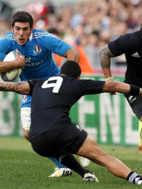 Aaron Smith lines up a tackle as Italy's Edoardo Gori runs at him. REUTERS/Alessandro Bianchi