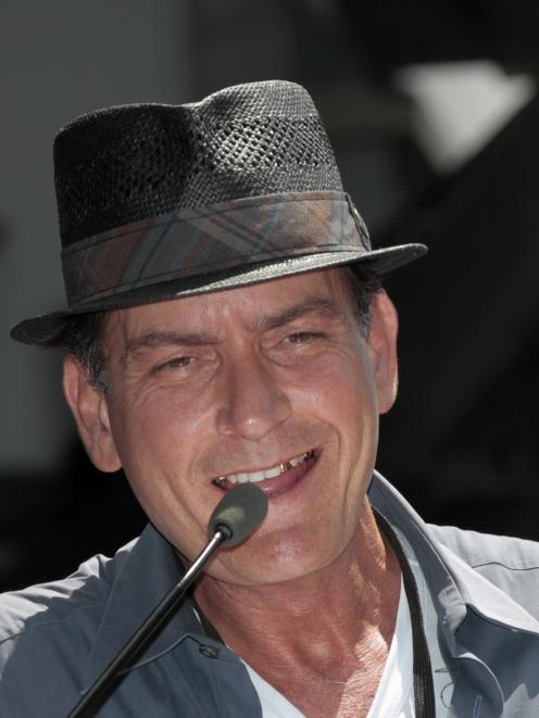 Actor Charlie Sheen has pledged $1 million to the USO group.  REUTERS/Mario Anzuoni
