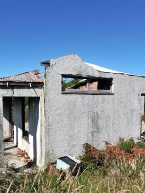 An empty burnt-out house in Lindsay Rd, Lookout Point, is concerning some neighbours. Photo by...