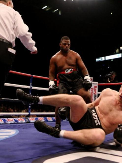 Andrew Flintoff goes down after a left hook by Richard Dawson. Photo by Scott Heavey/Getty Images)