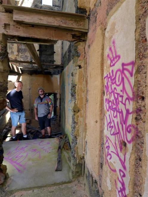 Cargill's Castle Trust chairman Steven De Graaf (left) and Graffiti Doctor (Otago) owner and...