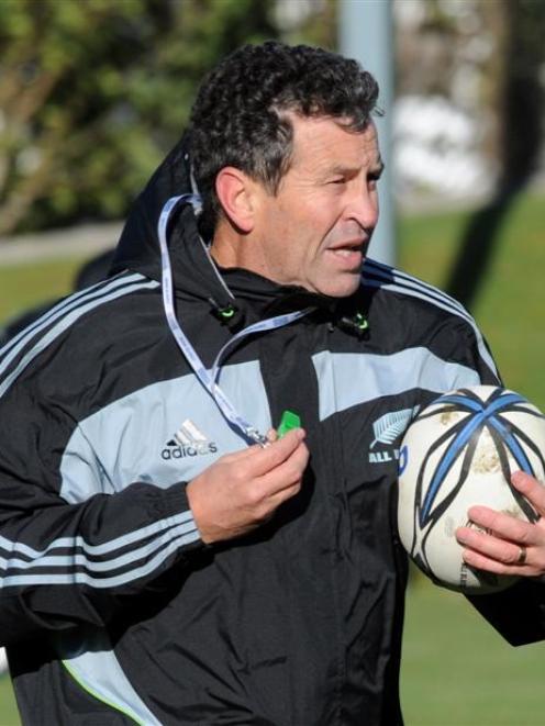 Assistant coach Wayne Smith