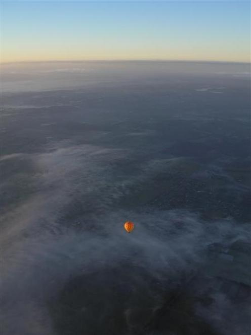 Ballooning over the Yarra. Photo by Rosie Manins.