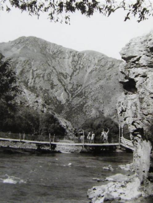 Bog Roy and Peak Valley stations were joined by a swing bridge across the Ahuriri River valley,...