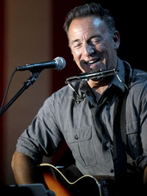 Bruce Springsteen will help anchor another all-star benefit to aid in Hurricane Sandy relief...