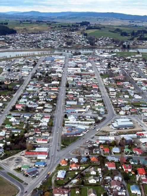 Central Balclutha, looking north down Clyde St (State Highway 1) towards the Clutha River....