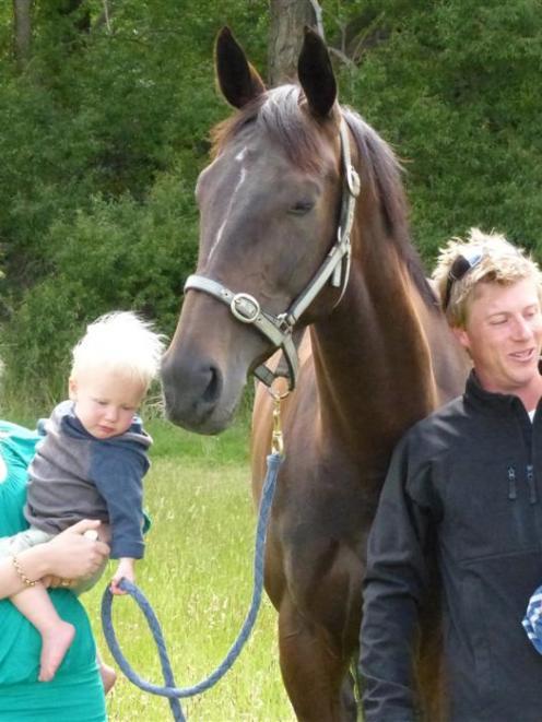 Charlotte Neilson, Charley (17 months), Harry (2) and trainer Alex Freeman. Photos by Matt Smith.