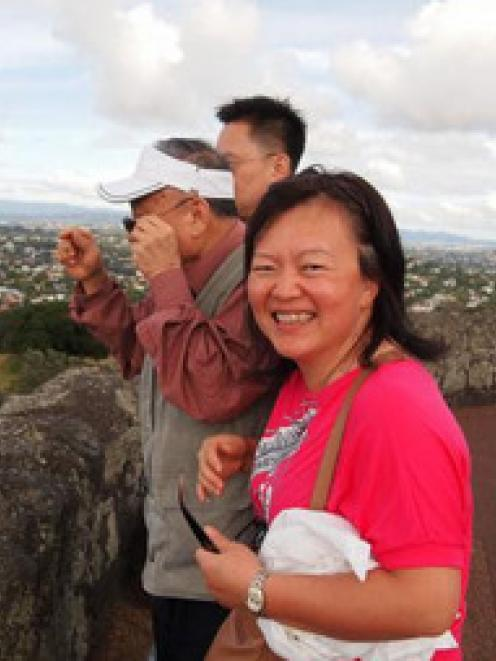 Cissy Chen with her father and brother Peter in the background. Photo / NZ Police