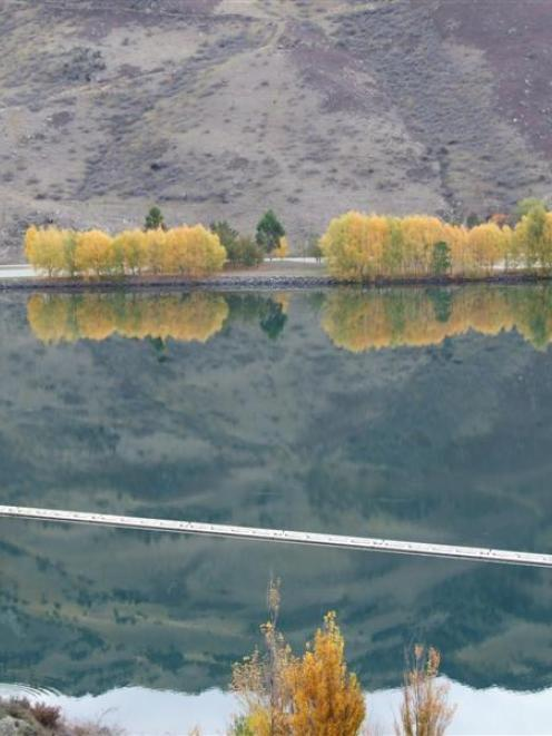 Clyde dam on Clutha river. Photo by Dianne Brown.