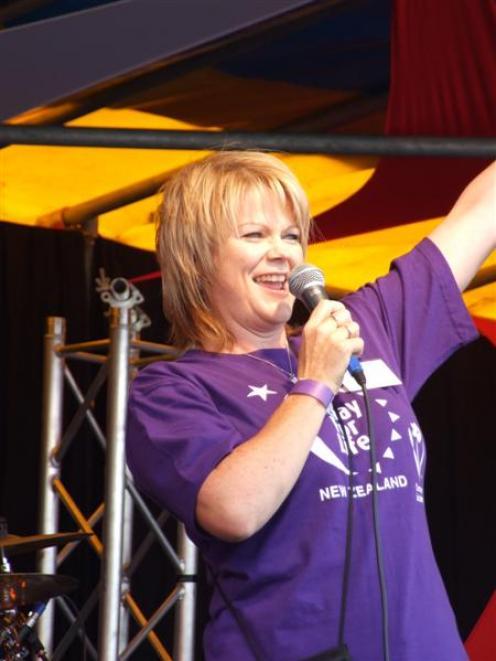 Committee member Lynn Manson takes the relay oath on behalf of team members. Photo by Lynda van...