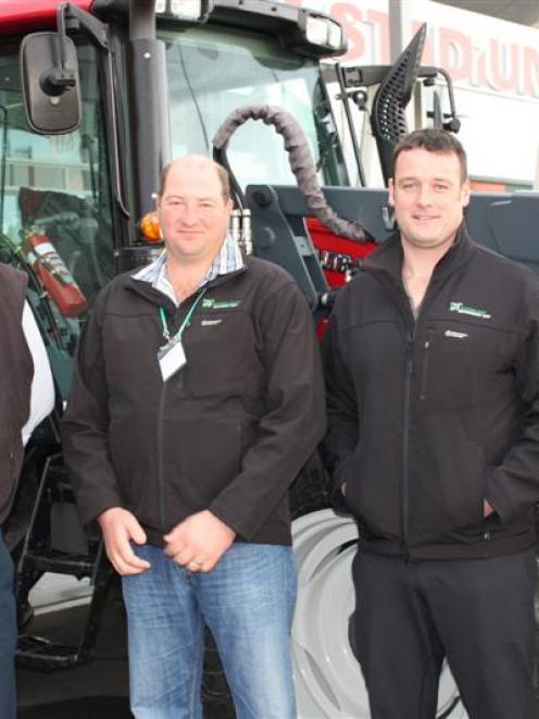 Demonstration farm chairman Maurice Hardie (left), Southern Dairy Development trustee Stefan Du...