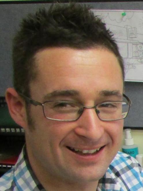 Dr Brett Maclennan