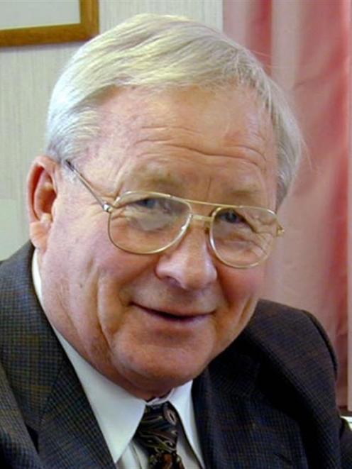 Dr Peter Snow