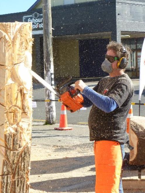 Dugal Armour creates his winning floral-based Breathing New Life Into Old Wood at the chainsaw...