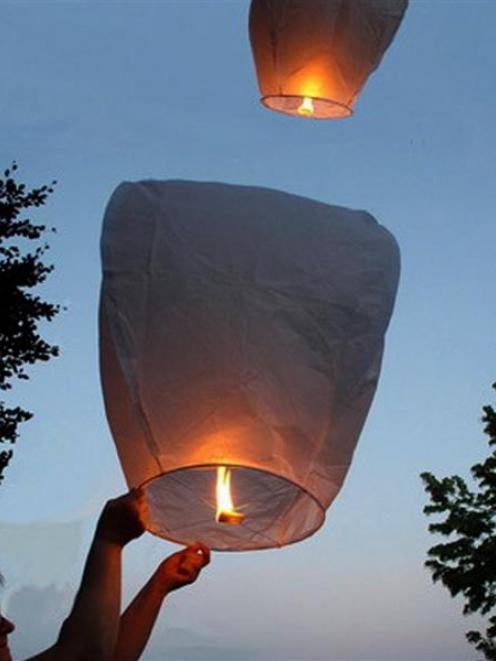 Flying Chinese lanterns. Photo: amazingflyinglanterns.co.nz