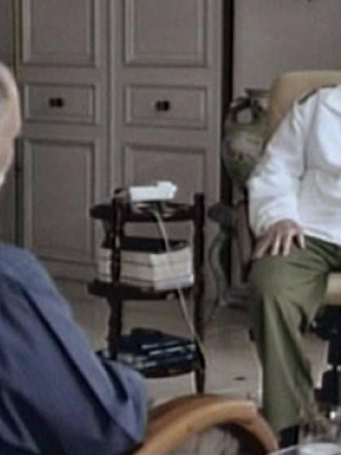 Former Cuban leader Fidel Castro and Venezuelan television journalist Mario Silva (L) talk during...