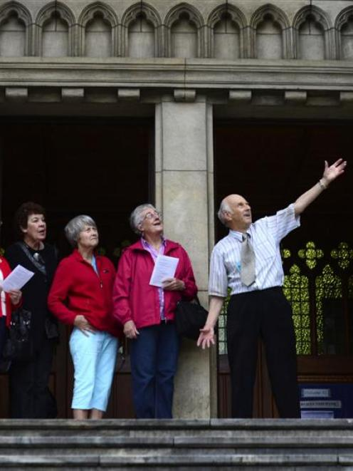 Guide David Horne describes the facade of St Paul's Cathedral to Eva Eaton, Margaret Tagg, Helen...