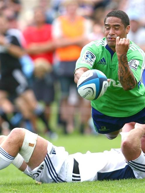 Highlanders halfback Aaron Smith fires off a pass during his team's Super 15 pre-season match...