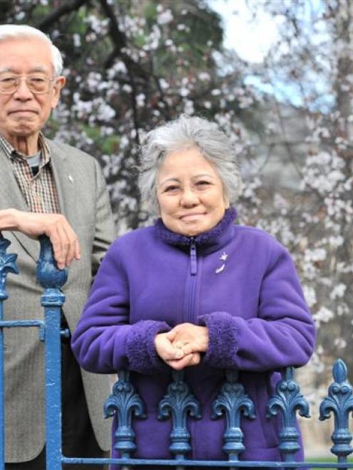 Hiroshima atomic bomb survivors Michimasa Hirata (77) and Shigeko Niimoto Sasamori (80) are  ...