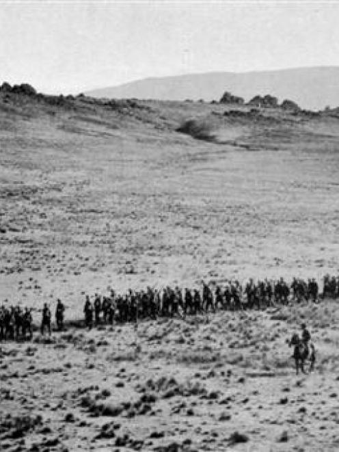 Infantry returning to camp at Matarae after drill. - Otago Witness, 29.4.1914.