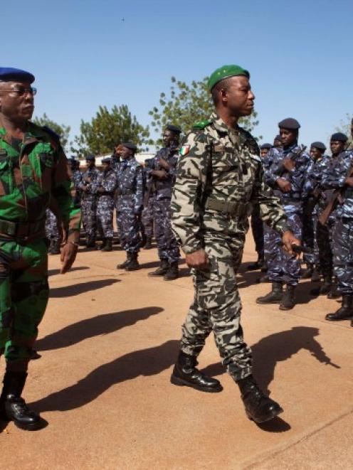 Ivory Coast army chief-of-staff Soumaila Bakayoko (L) and Malian army chief-of-staff Ibrahima...
