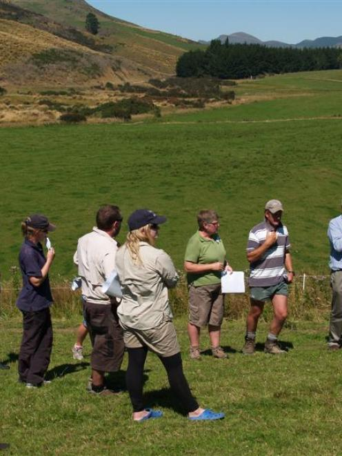 Janet Gregory, from NZ Landcare Trust (centre, in green polo shirt) leads a Pomahaka catchment...