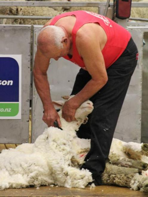 John Hough makes the first blows of his Last Stand tour at the New Zealand Merino Shearing and...