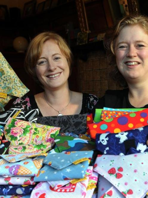 Julia (left) and Nicola Pye are happy with their reusable sandwich wraps. Photo by Peter McIntosh.