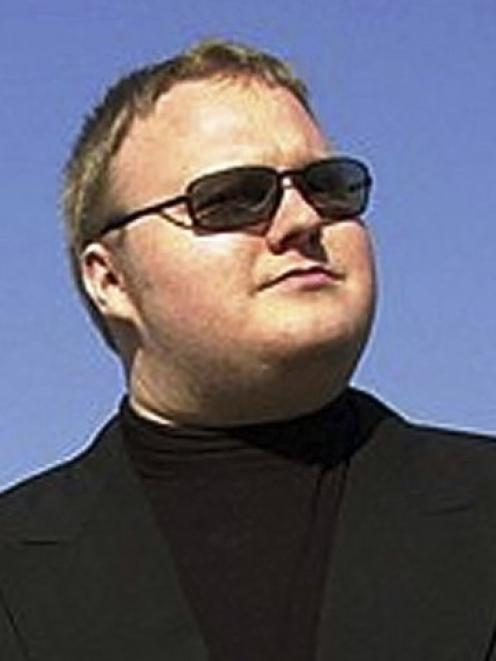 Kim Dotcom: 'I urge those who know the truth to leak your information to the media.'