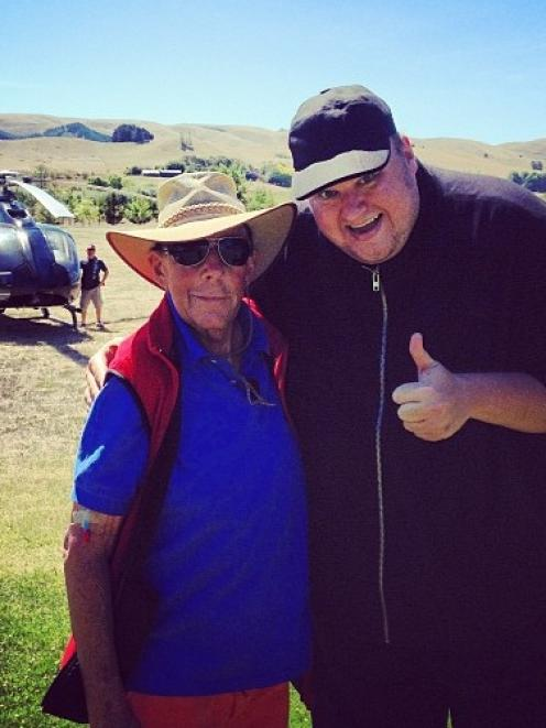 Kim Dotcom tweeted this photograph of himself and Sir Paul Holmes.