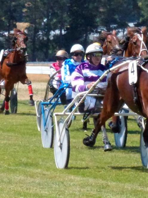 King Kenny regains winning form in the feature trot at Cromwell yesterday. Photo by Matt Smith.